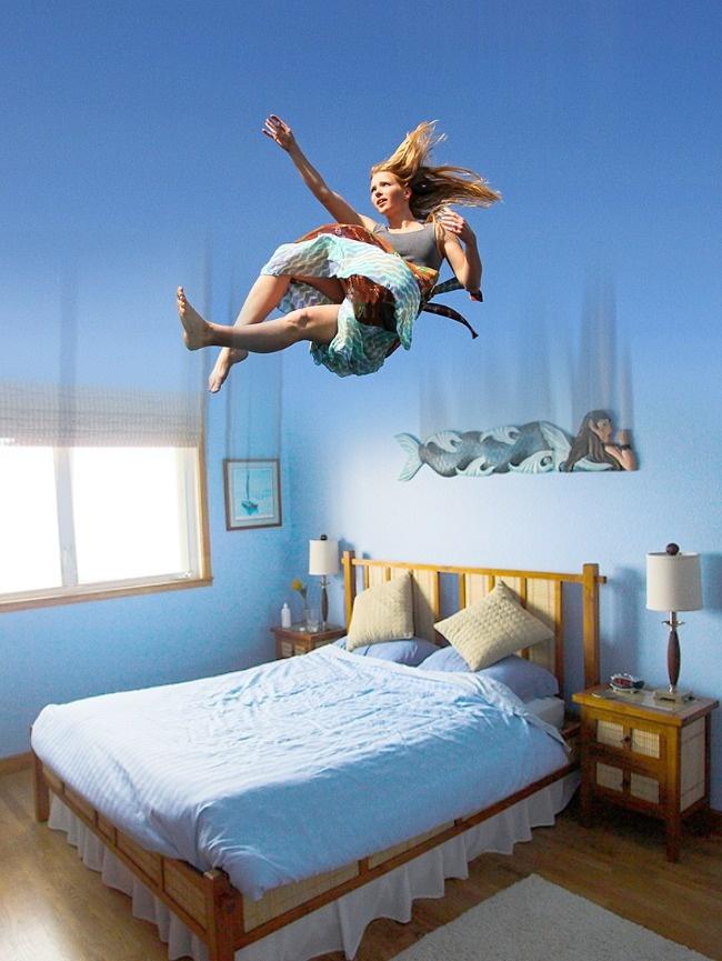 Если человек при падении с высоты сильно ушибается, то наяву нужно ждать материальных потерь или ссору с другом.