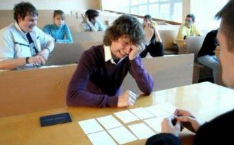 Как списывать, сидя перед преподавателем?