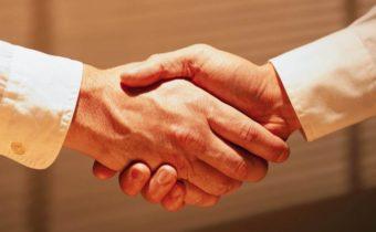 То, как человек сжимает руки, многое говорит о нем
