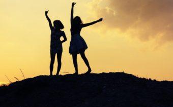 Какая ты подруга по знаку зодиака? В разведку или в бар