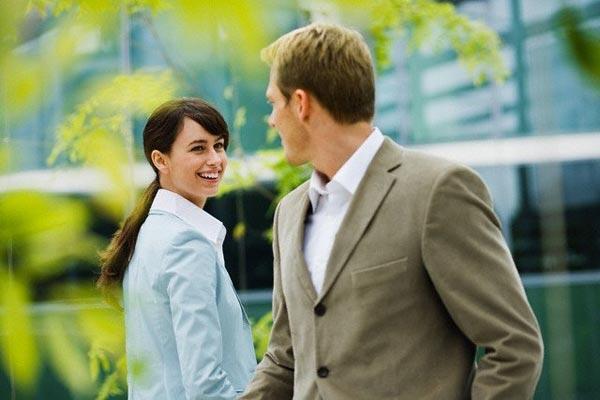 Как привлечь мужчину, не навязываясь: 11 секретов рекомендации