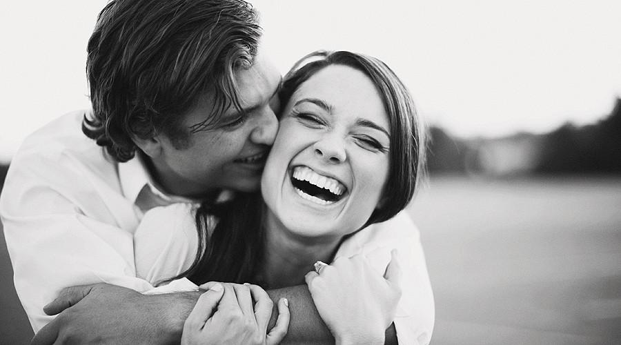 Картинки с парнем и девушкой смеющиеся