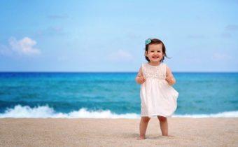 Почему следует перестать говорить маленьким девочкам, какие они красивые